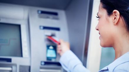 Благодаря обширной сети банкоматов Сбербанка, установленных в торговых центрах, продуктовых магазинах, аэропортах и вокзалах, можно провести оплату за услуги провайдера в любое время, и как правило в шаговой доступности.